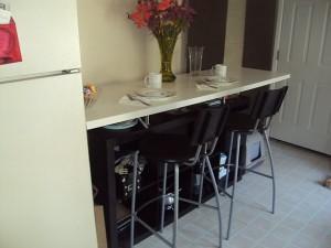 barra de cocina con estantería EXPEDIT
