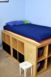 EXPEDIT 1 199x300 Una cama alta hecha con repisas EXPEDIT