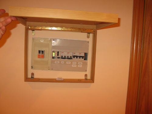 Ocultar la caja de la luz con marcos de ikea decoraci n for Cuadros cocina ikea