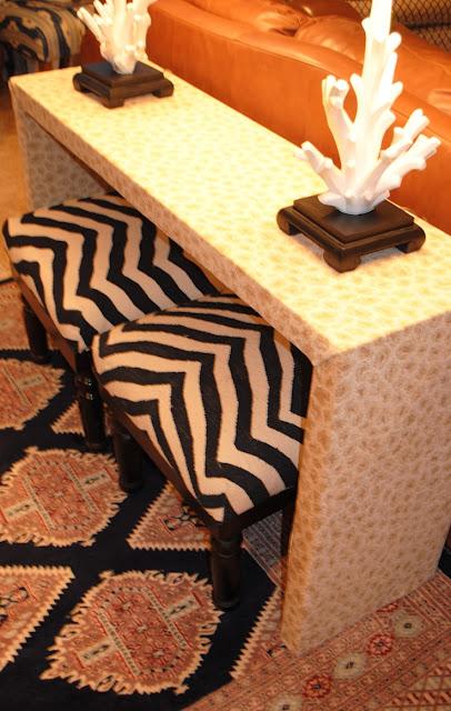 Decorando la parte trasera del sof con la mesa auxiliar - Mesa auxiliar malm ...