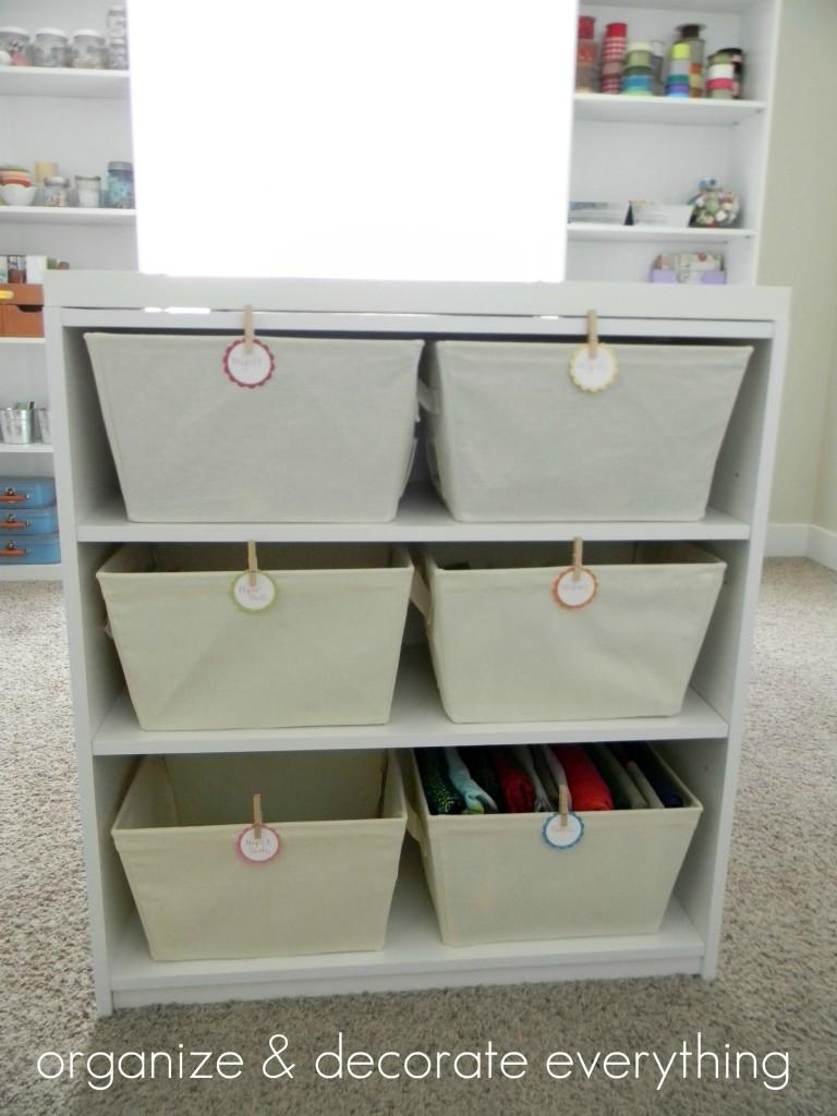 mesa con cestas