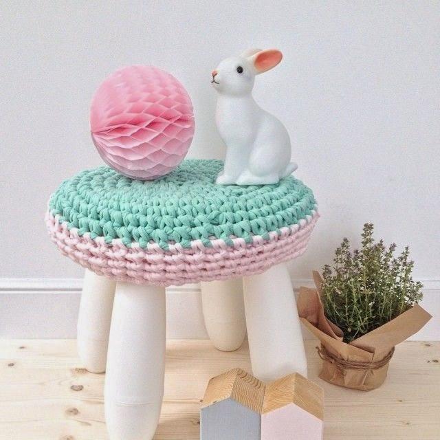 Taburete para ni os mammut decorado con crochet - Taburete ninos ...