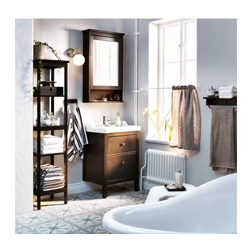 Decorar el ba o en color negro con muebles de ikea - Estanteria hemnes ...