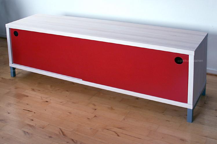 aparador en blanco y lacado en rojo