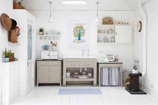 cocina pequeña decorada en blanco
