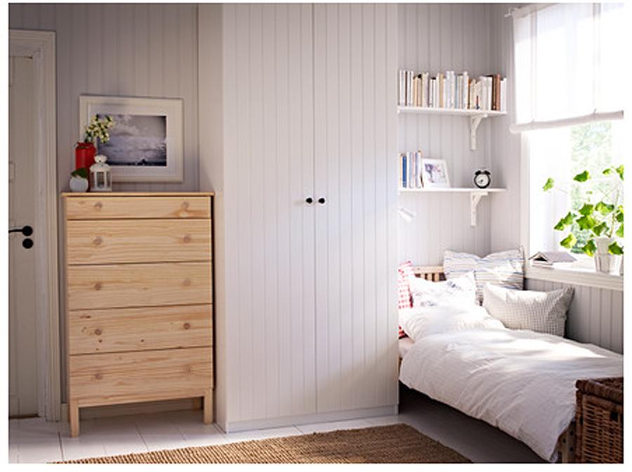 dormitorio decorado con madera