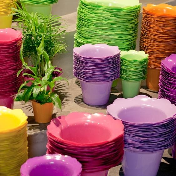 cubre macetas de colores diferentes