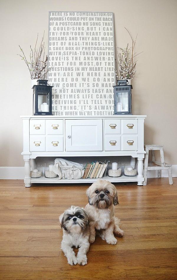 mueble pintado de blanco y con cierto toque nórdico