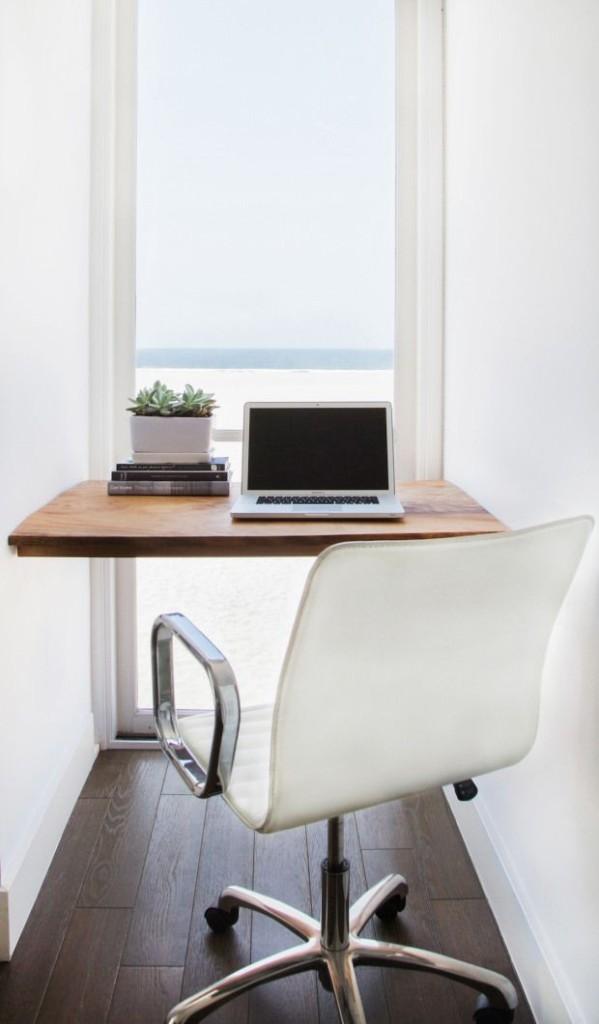 pequeña oficina mirando al mar