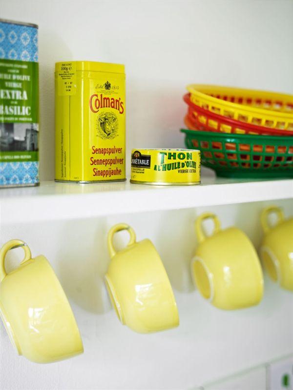 tazas de color amarillo