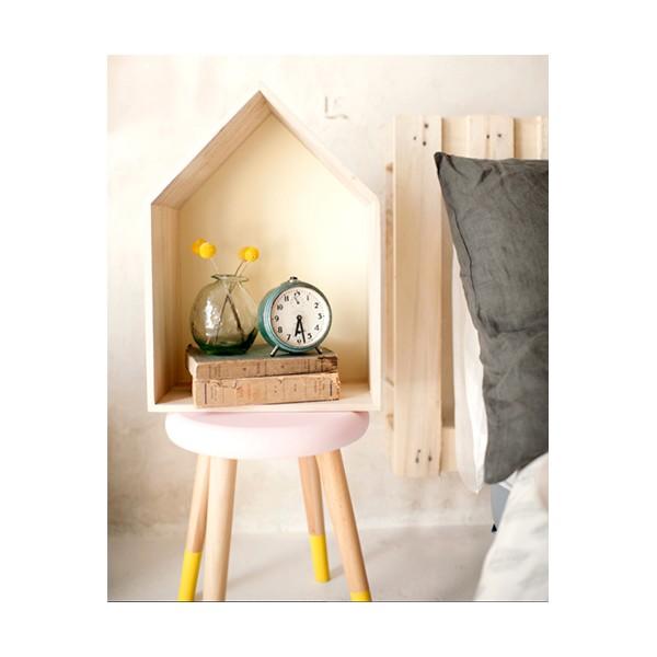 silla y caja de madera