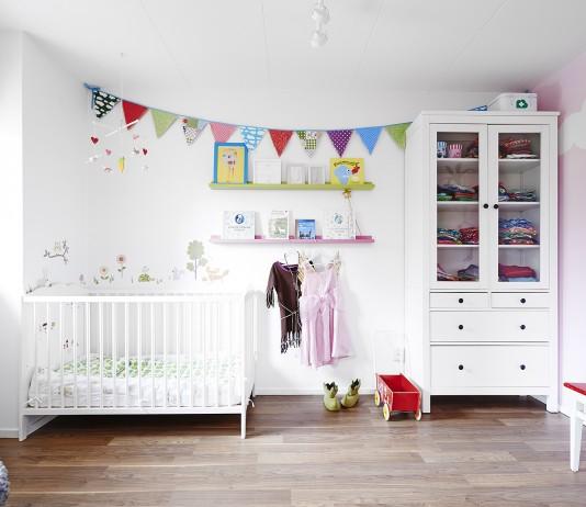 dormitorio para niña en blanco y rosa