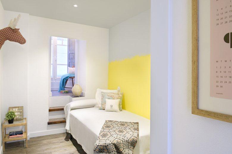 dormitorio pintado en tres colores