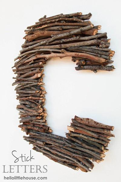 decorar con letras de ramas secas