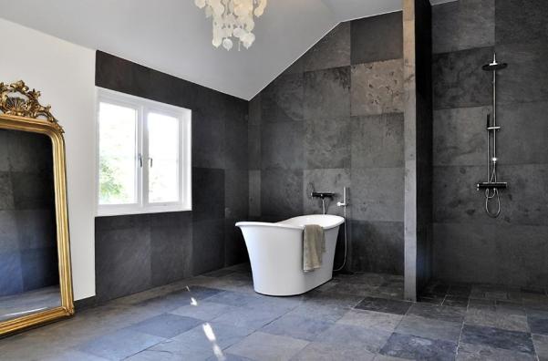 baño en piedra y en color blanco y negro