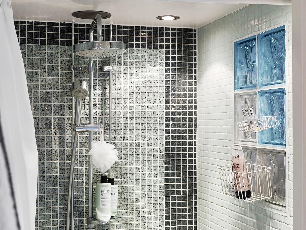 la ducha de un baño