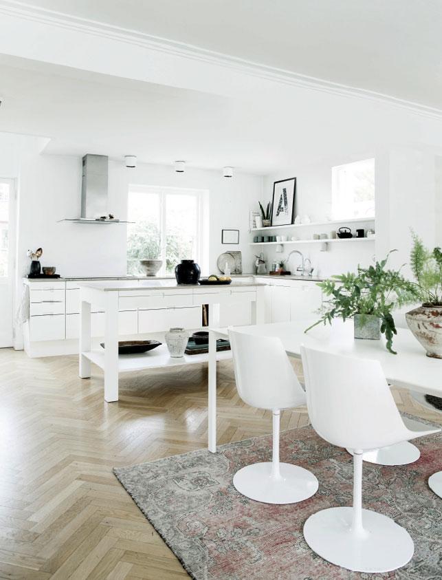 cocina y comedor en blanco