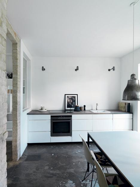 cocina en color blanco y gris