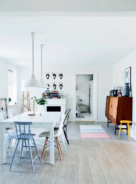 bonita cocina en madera y blanco