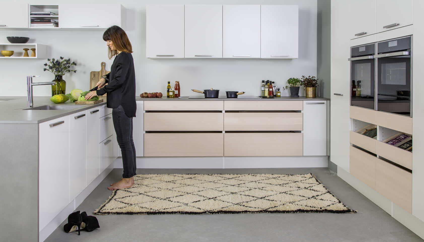 cocina en color gris y blanco
