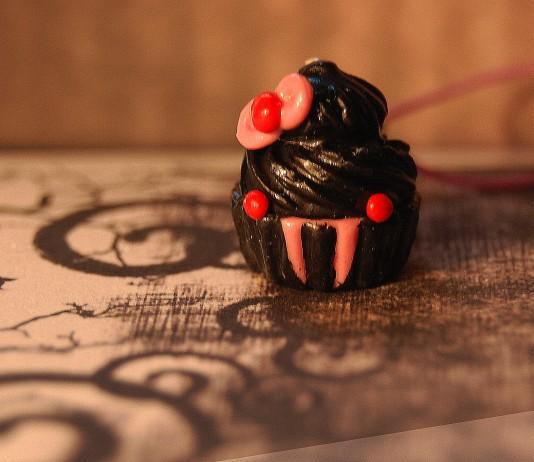 pastelito decorado en forma de vampiro