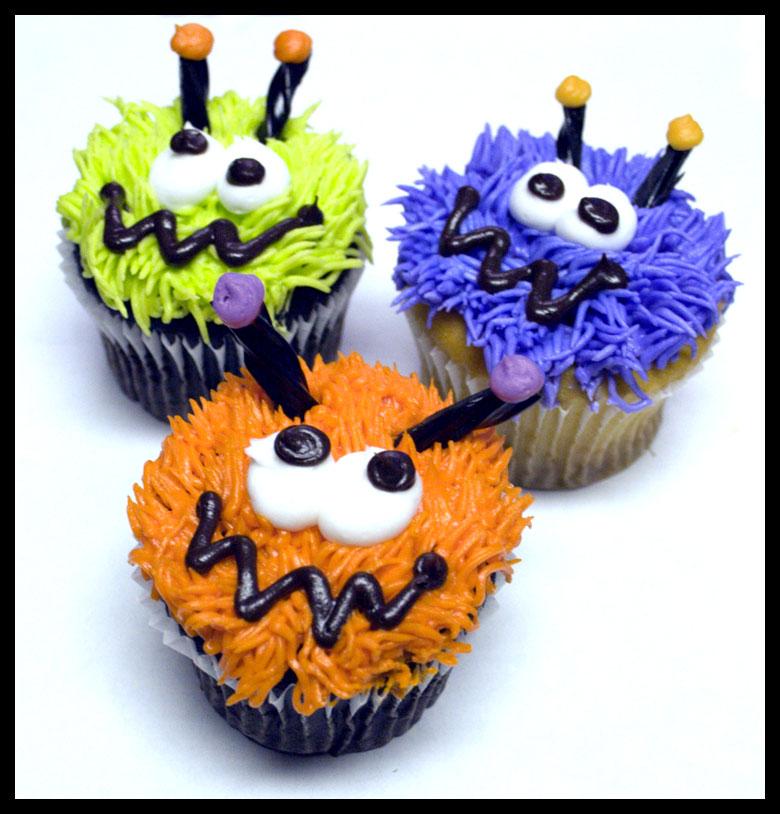 cupcakes con caras de monstruitos