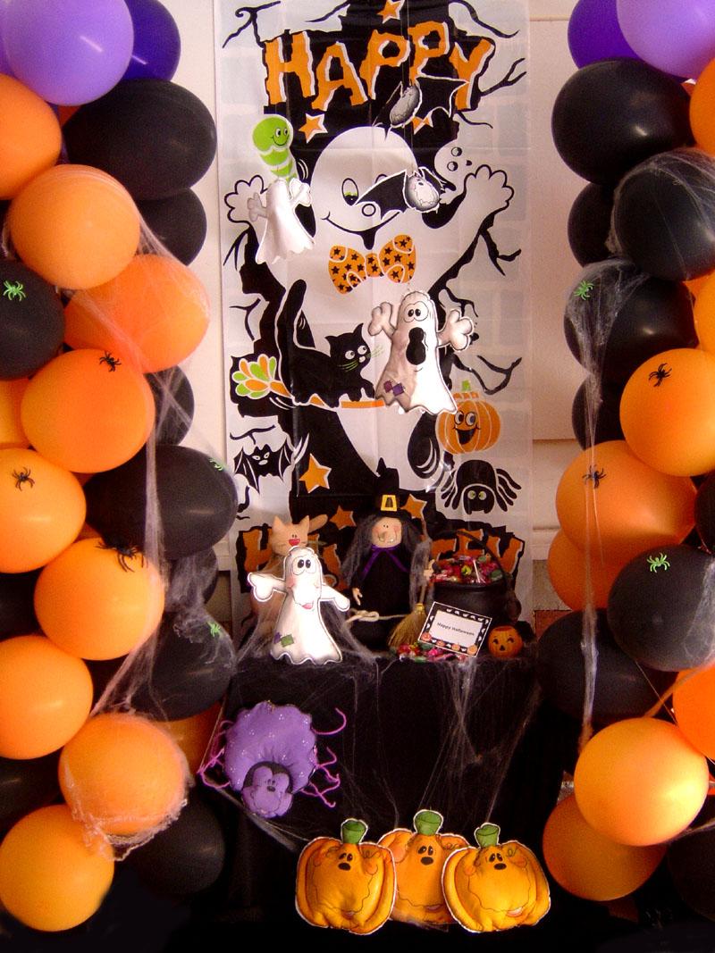 globos en color naranja, morados y negros