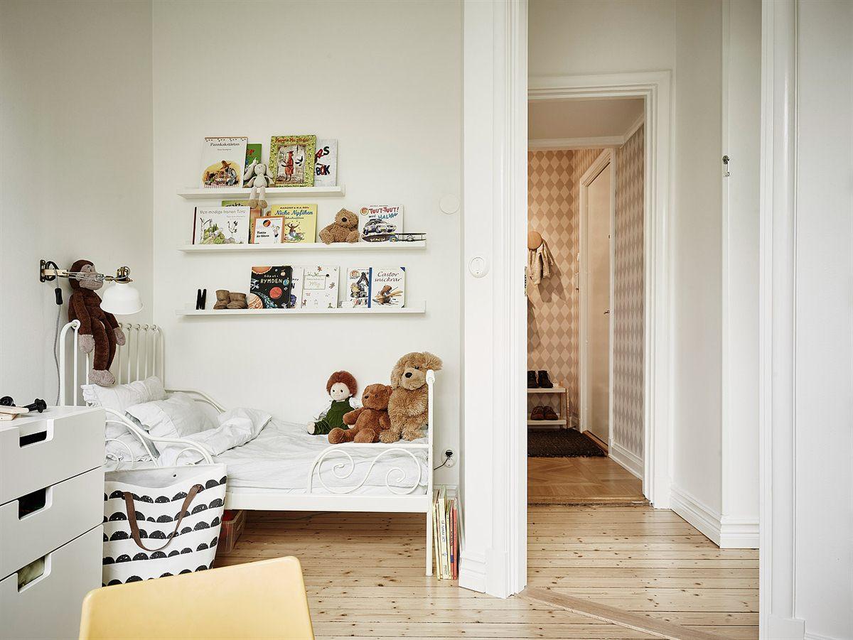 dormitorio en color blanco y la cama de ikea