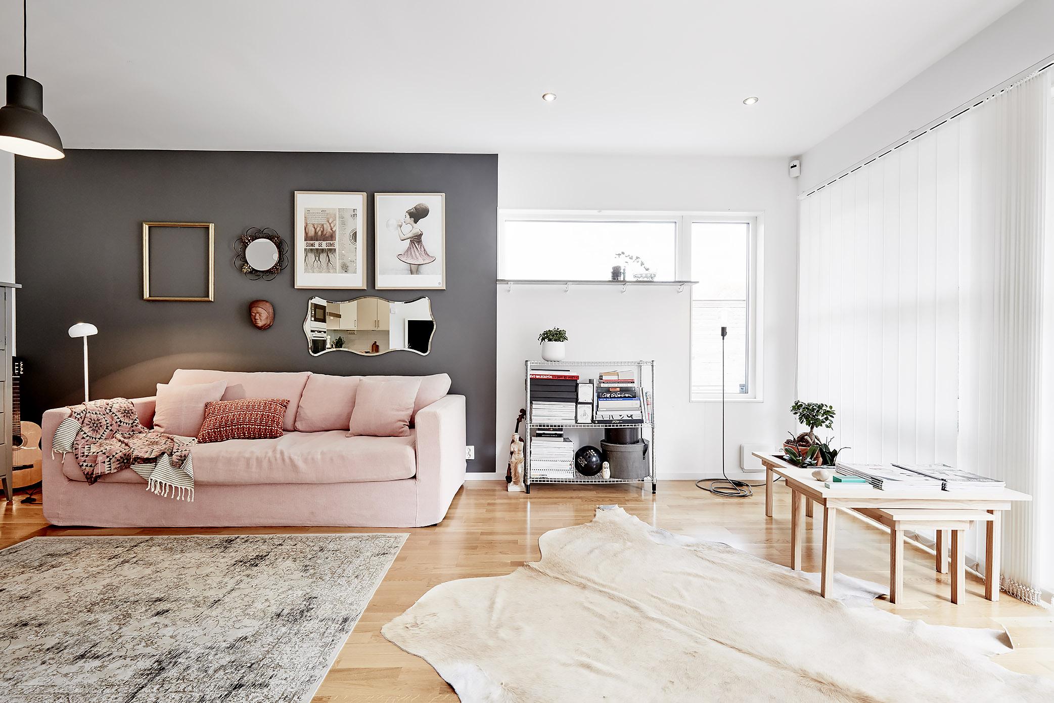 salón en color gris y rosa