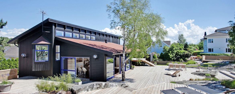 casa con terraza de madera