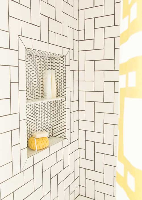 azulejos blancos con junta negra baños