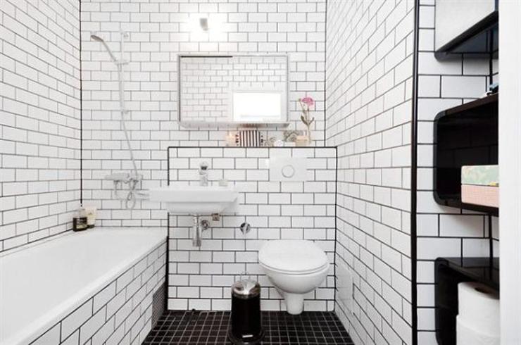 azulejos blancos con junta negra que baño