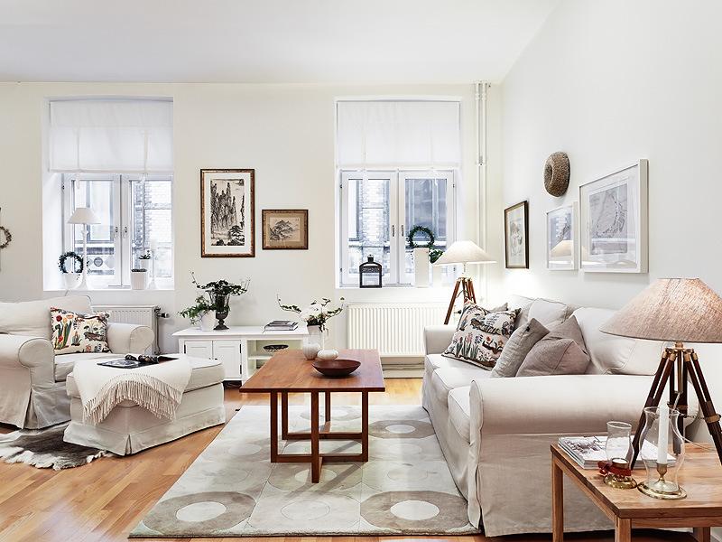salon blanco y madera distintos tonos de blanco