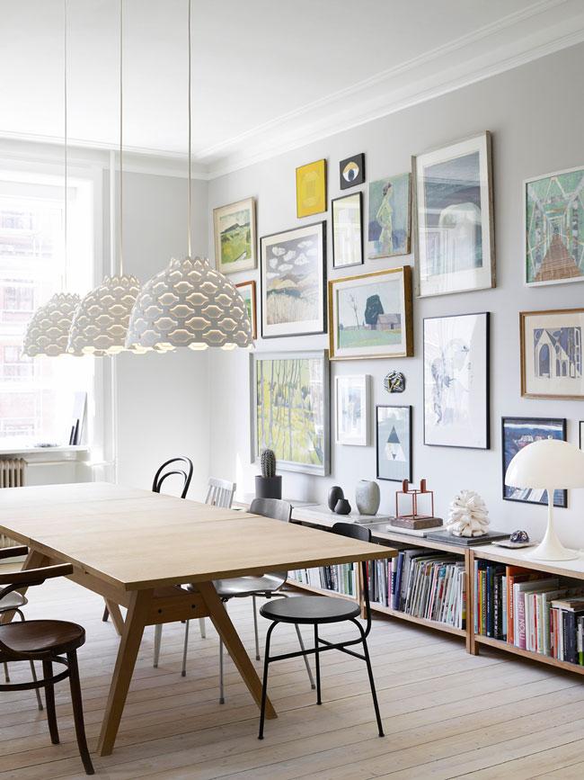 Diferentes muebles y lámparas