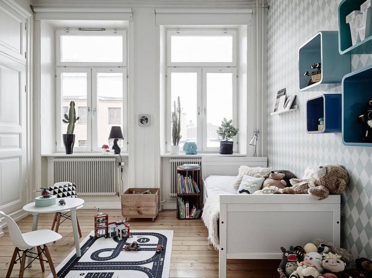Habitación para niños con suelo de madera