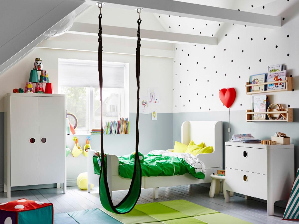Habitación para niños con textiles en alegres colores