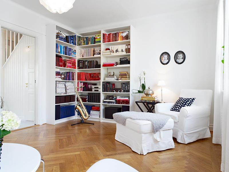 casas decoradas con Ikea - salón con muebles blancos