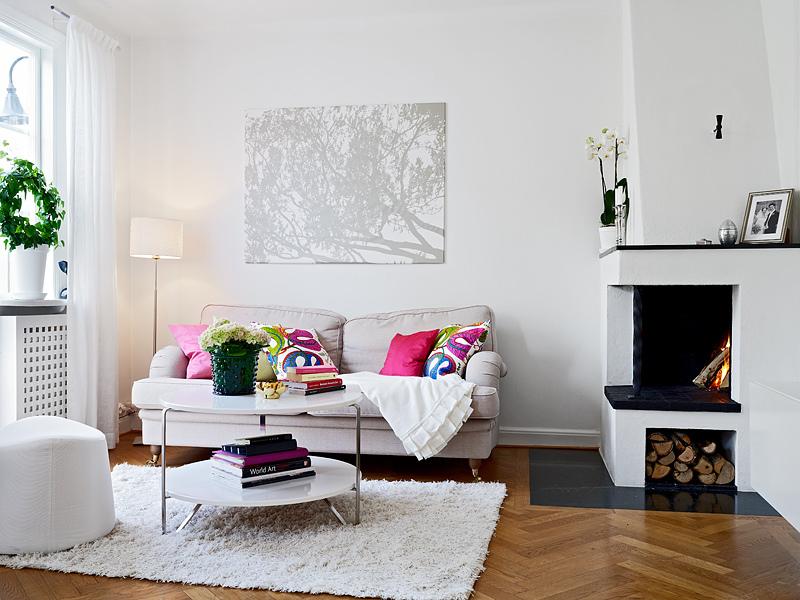 casas decoradas con Ikea - salón con chimenea