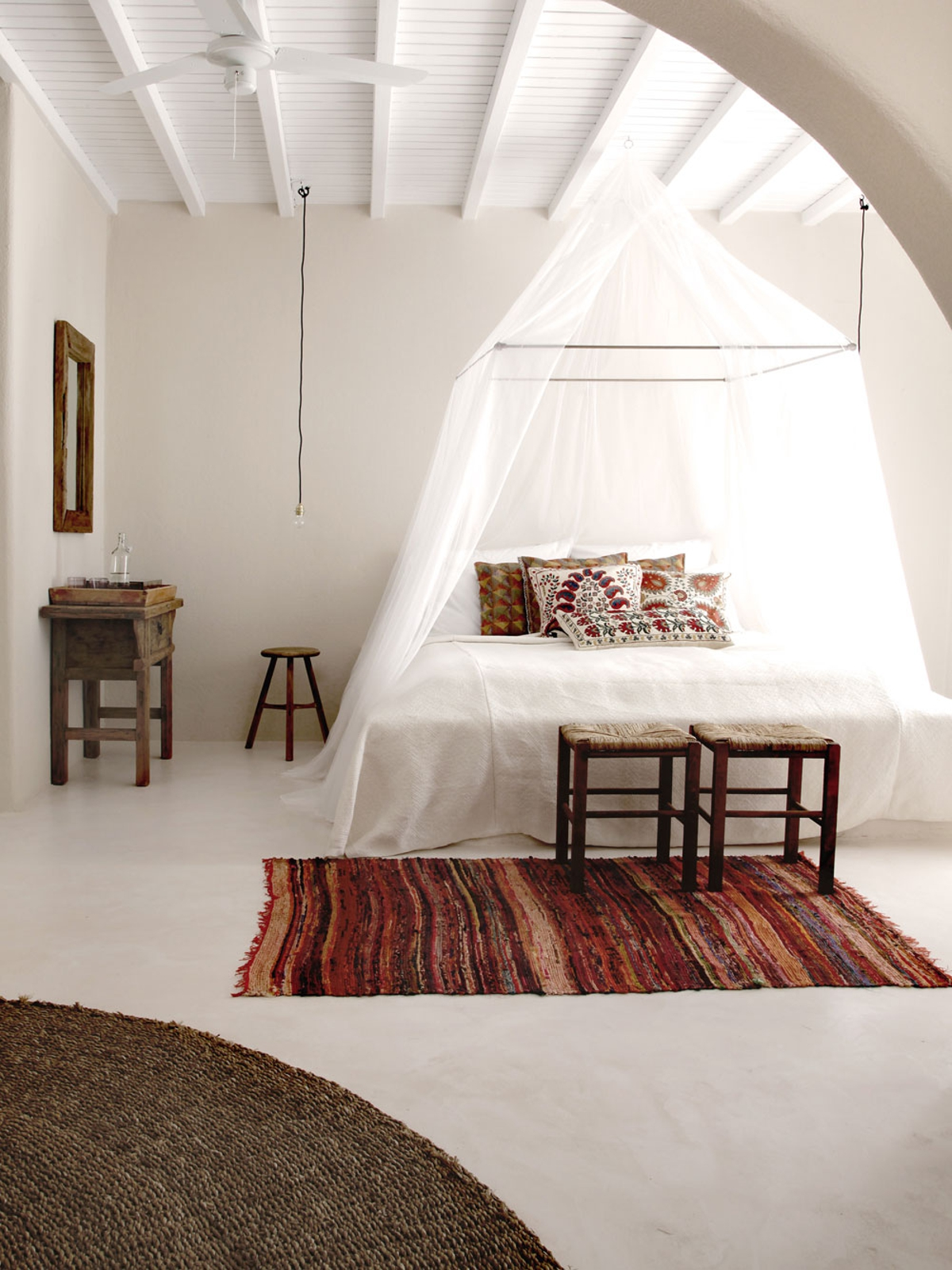dormitorio para el verano- mosquitera en el dormitorio