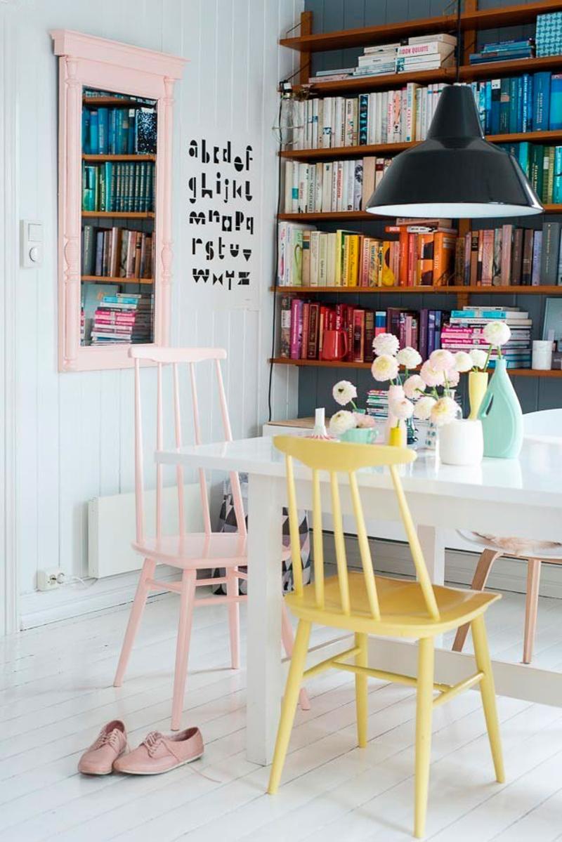 renovar muebles- sillas de colores