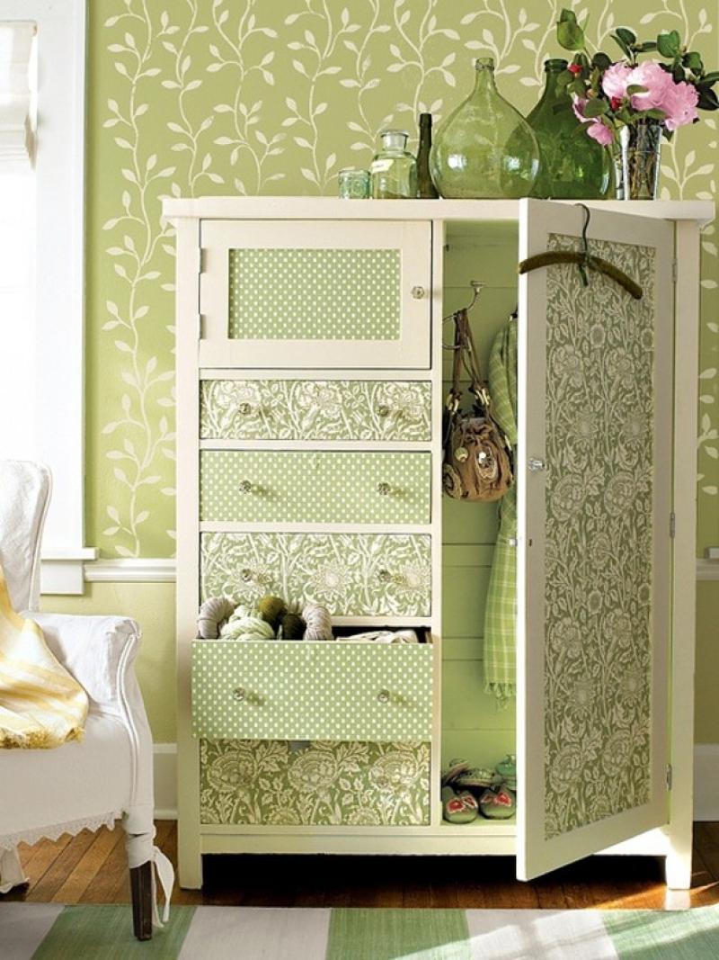 renovar muebles - armario con papel pintado