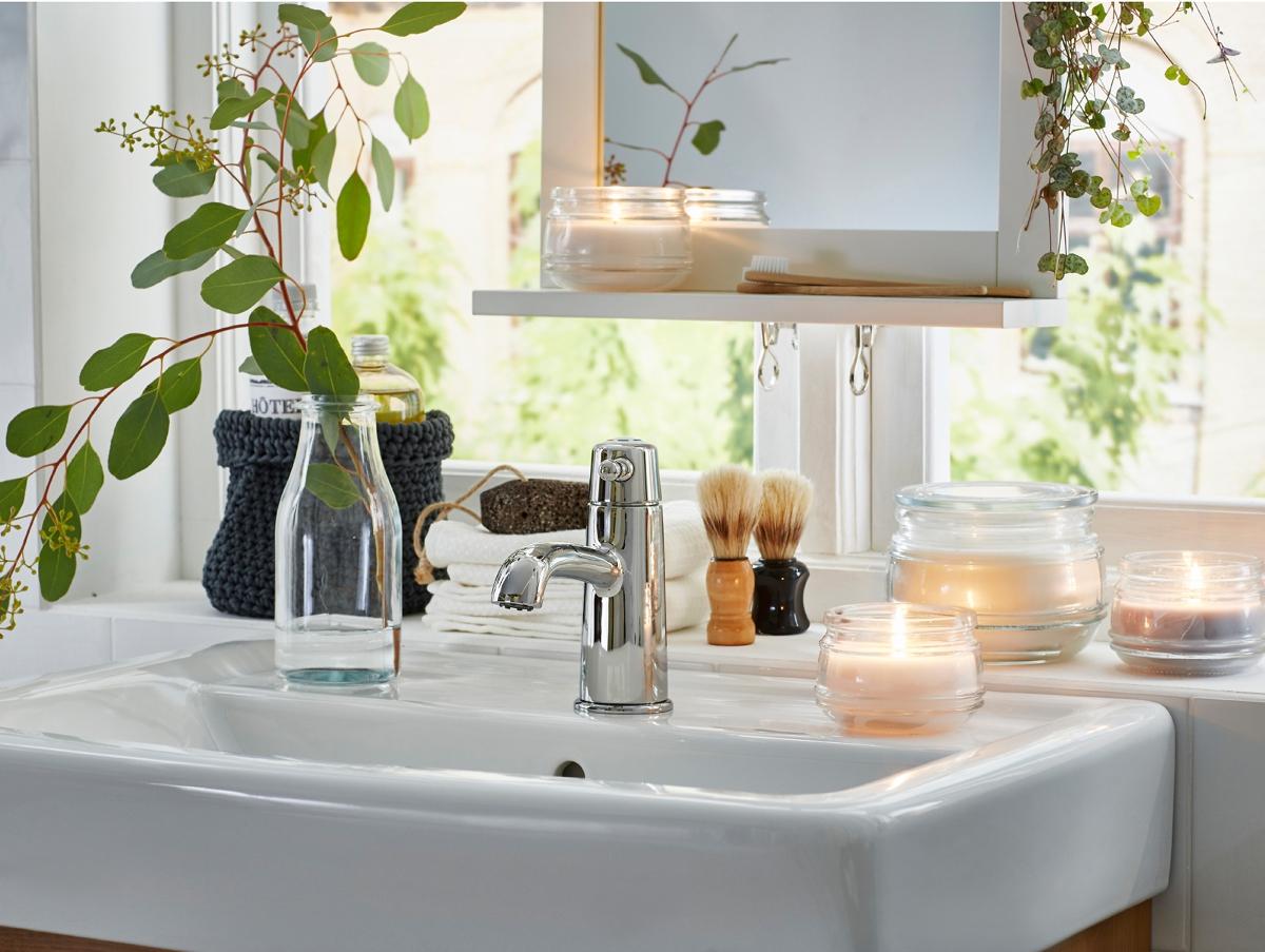 jarrones modernos en el baño