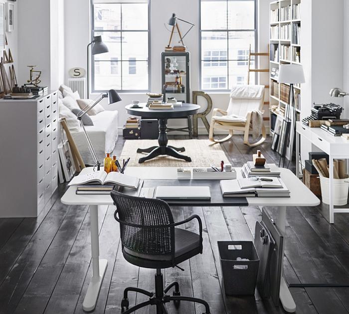 escritorio totalmente blanco