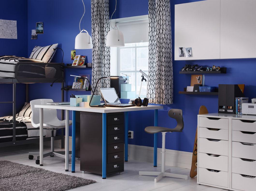 escritorio totalmente blanco y azul