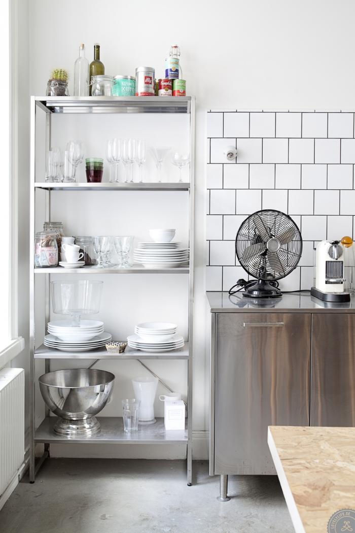 estanterías estrechas - en la cocina