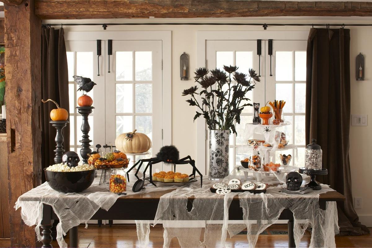 decoración de Halloween casera en el salón