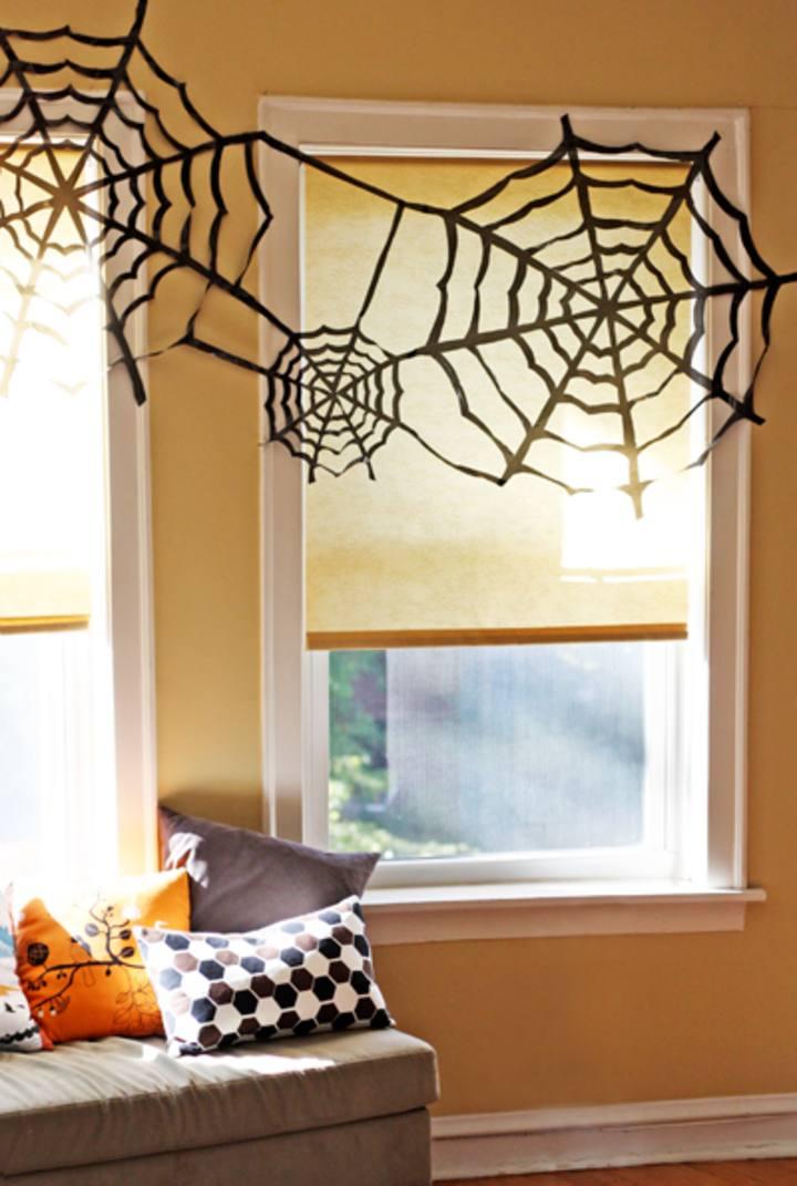 decoración de Halloween casera con telearañas