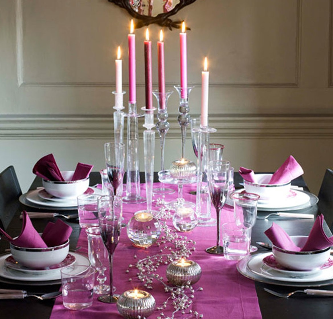 decoración de mesas de Navidad en morado