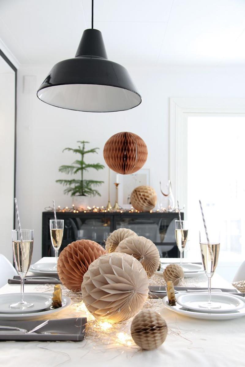 decoración de mesas de Navidad con pompones