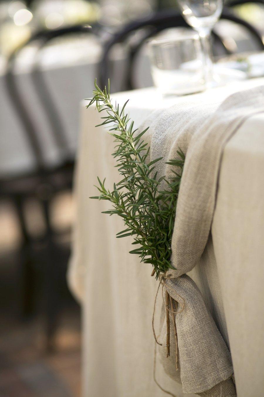 decoración de mesas de Navidad con ramas de romero